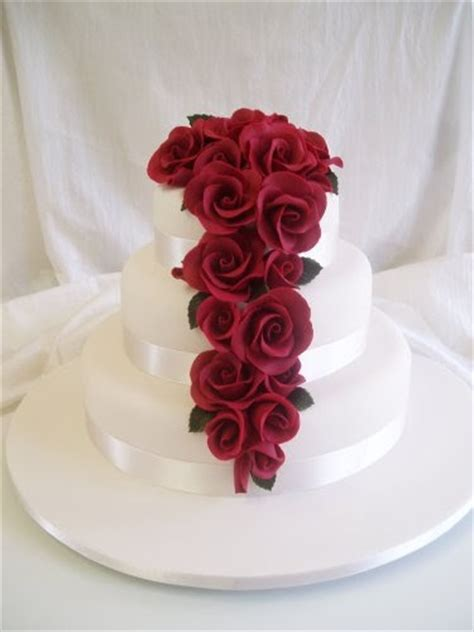 wedding cakes pictures  tier  red roses wedding