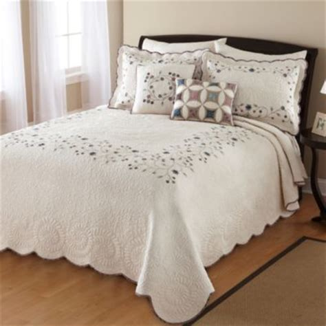 jcpenney queen size bedspreads 1000 images about quilts on home kitchens quilt sets and quilt