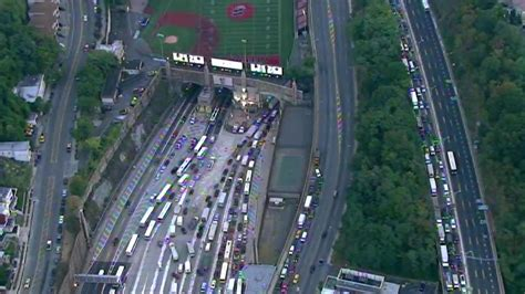 three vehicle crash in lincoln tunnel backs up traffic all