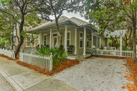 Conch Cottage by Conch Cottage Seagrove House