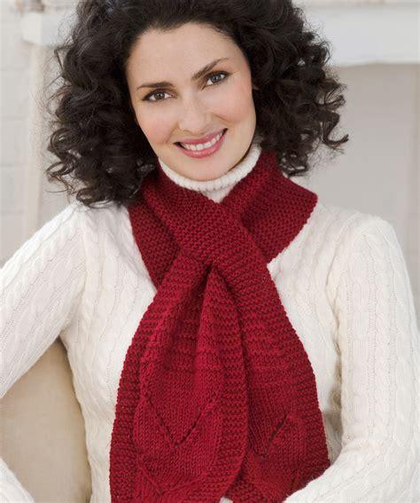 knit a scarf knit keyhole scarf knitting pattern