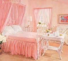 vintage girly bedroom 1950s bedroom decor mid century house interior design furniture furnishings vintage