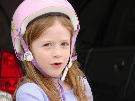 little girls file little girl in pink helmet jpg wikimedia commons