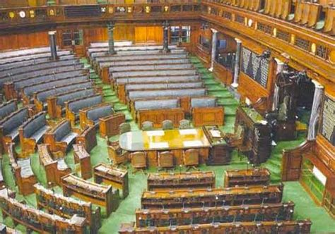 total no of seats in lok sabha how is the seat allotment in the lok sabha done