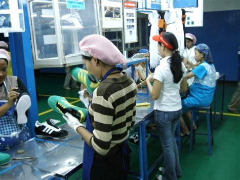 play fair 2008 workers in the clothing industry pt panarub workfloor