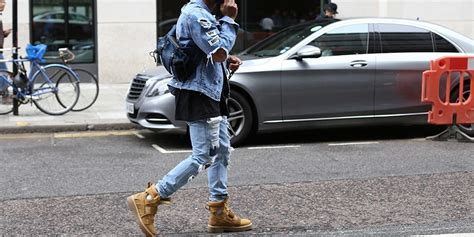 Kaos Bape Cewek 10 trend fashion yang bikin cowok cewek terobsesi di tahun