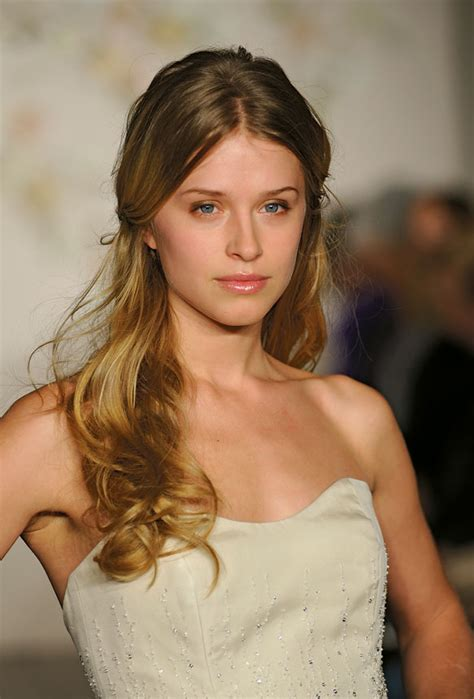 Wedding Hairstyles Cover Ears by Wedding Hairstyles That Cover Your Ears Hairstyles