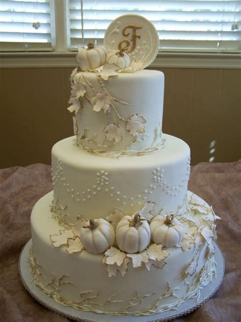 Discworld Wedding Cake Anyone by Best 25 Fall Theme Cakes Ideas On Fall