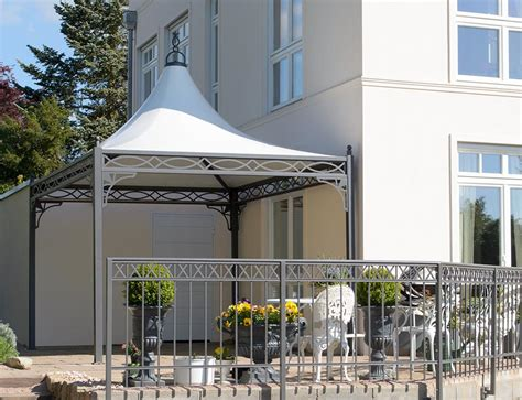 exklusiver pavillon  auf einer terrasse