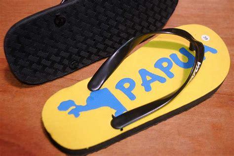 Sandal Khas Yaman Sandal Arab Sandal Unik peta pulau papua dijadikan gambar souvenir sandal barutino sandal