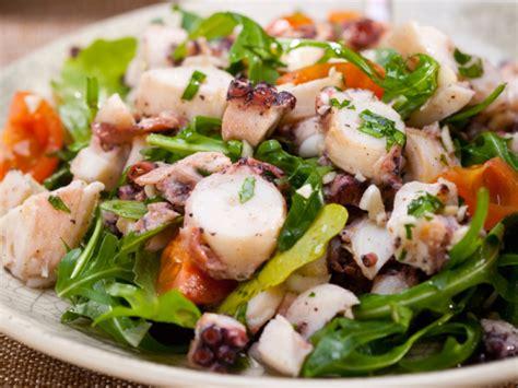 come si cucina il polpo all insalata ricetta polpo all insalata piatto di mare tipico sud