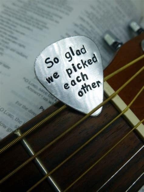 22 Funny Guitar Wedding Décor Ideas   Weddingomania