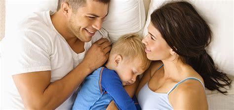 wann schlafen baby durch wie babys schlafen lernen