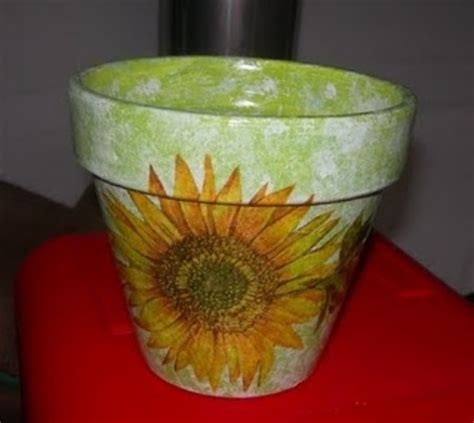 decoupage su vasi di terracotta come decorare un vaso di terracotta donna fanpage