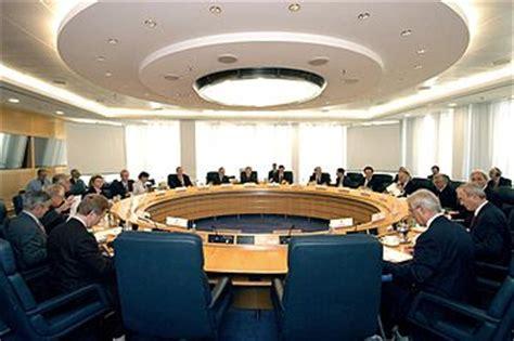 governatore della centrale europea bce prima la spagna a perdere il diritto di voto