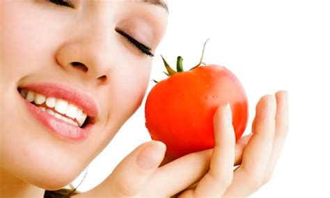 7 ways to use tomato as a cosmetic