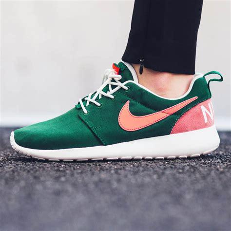Sepatu Nike Roshe One Retro nike w roshe one retro gorge green 215 mango soletopia