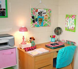 cool ways to organize your room such a way to organize your desk i just got my desk and i want to set it up similar to