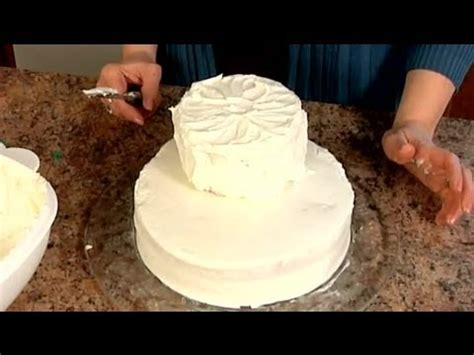 How To Decorate A Tiered Cake by How To Make Tiered Cakes Decorating Cakes