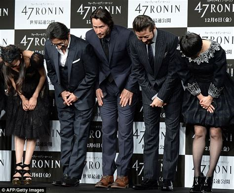 rinko kikuchi real height keanu reeves press conference for his film 47 ronin in