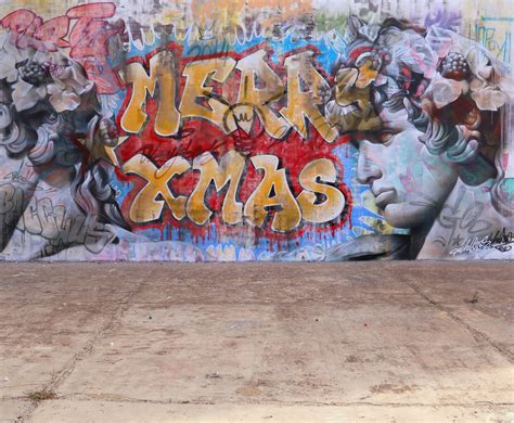pichiavo wild style christmas dionysos wall  support street arti support street art