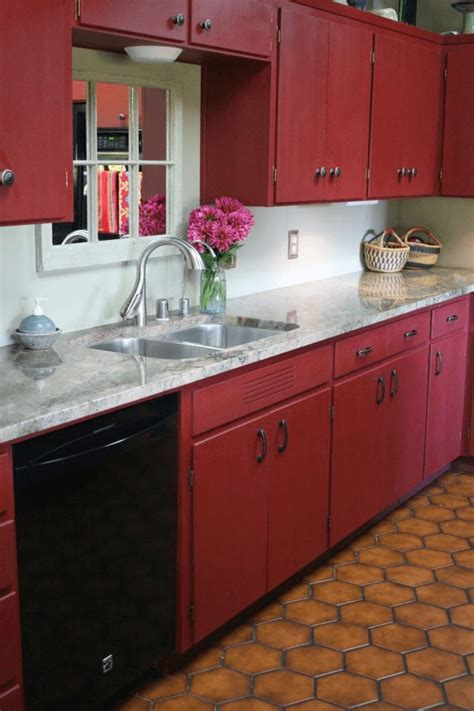 kitchen with red cabinets best 20 red kitchen cabinets ideas on pinterest