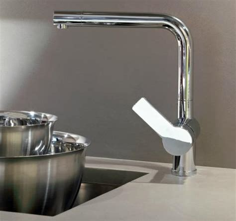 Pictures Of Kitchen Sinks And Faucets Homethangs Has Introduced A Guide To Luxury Kitchen Faucets