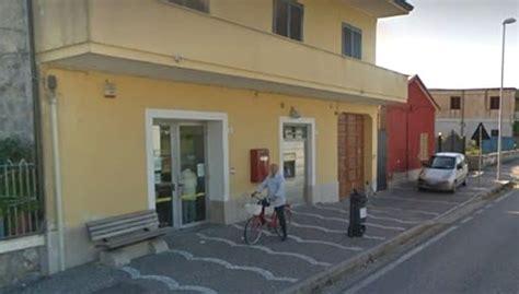 ufficio postale caserta armi in pugno rapinato l ufficio postale di brezza