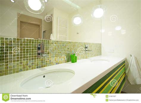grüne fliesen ikea regale schlafzimmer