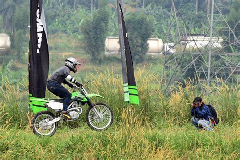 Knalpot Racing Kawasaki Klx 150 Bf Ada Lubang Sensornya test ride kawasaki new klx lebih jangkung makin gesit