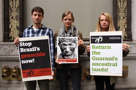 consolato brasiliano in proteste in tutto il mondo per i diritti dei popoli