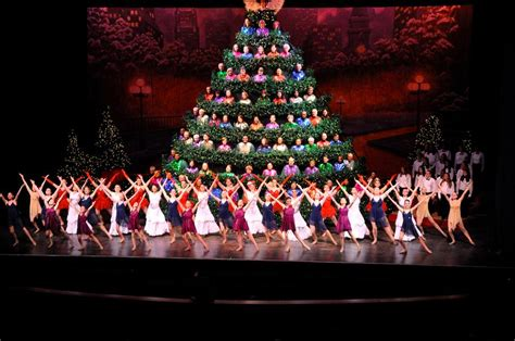 the singing christmas tree your favorite holiday movie
