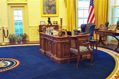 desk in white house oval office visit to clinton library in march 2005
