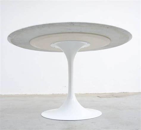 carrara marble tulip dining table by eero saarinen for