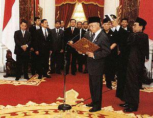 download biografi habibie perkembangan masyarakat di indonesia pada masa reformasi