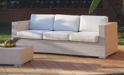 divani in rattan rimodernare casa con i divani in rattan