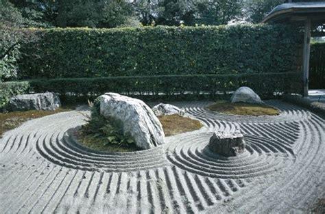 come costruire un giardino zen costruire un giardino zen aiuole con sassi oasi di