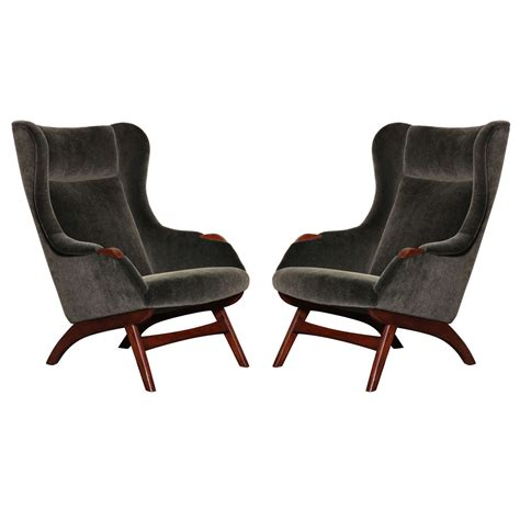 pair of armchairs at 1stdibs