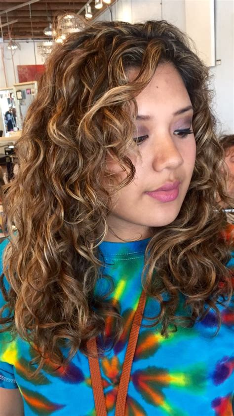 wavy hair lowlights 44 best images about curly hair on pinterest shorts