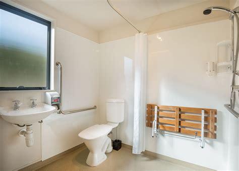 behindertengerechte badezimmer designs barrierefreies badezimmer interio badezimmer fachzentrum