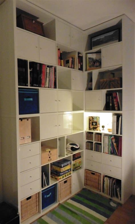 Bookcase With Tv Shelf Une Biblioth 232 Que D Angle Sur Mesure Avec Kallax