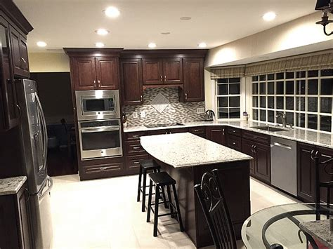 kitchen cabinets with light granite countertops giallo light granite countertop with cherry wood cabinet