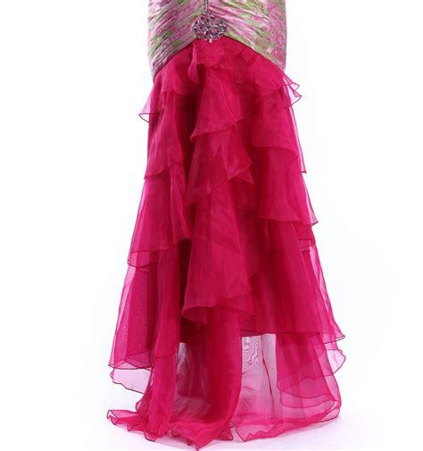 desain dress untuk prom night desain terbaru semi sayang backless wanita memakai gaun