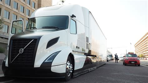 volvo trucks unveils supertruck touts tech  dept  energy american trucker