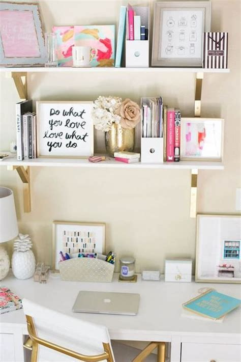 Desk Decor Diy Best 25 Preppy Room Ideas On College Dorms Ideas And Pink Rooms