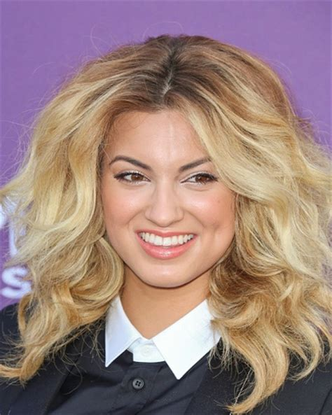 what side does tori kelly part her hair what side does tori kelly part her hair what side does