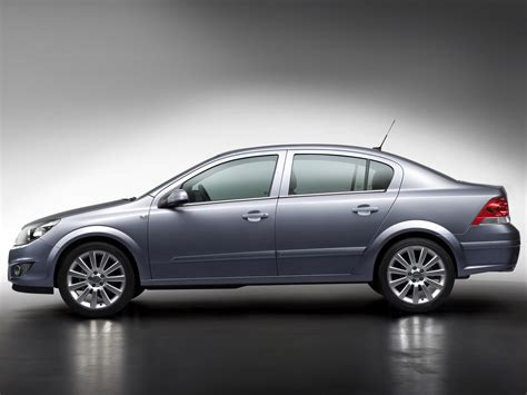 opel old opel stops making old astra and zafira quot family quot in russia