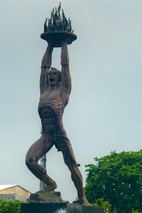 patung pemuda membangun jakarta indonesia statue