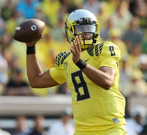Oregon Records Hawaii S Mariota Piles Up Oregon Records Khon2