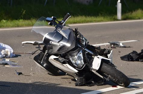 Unfall A70 Motorrad 5 8 by Fotostrecke L 246 Ffingen T 246 Dlicher Motorrad Unfall Bei